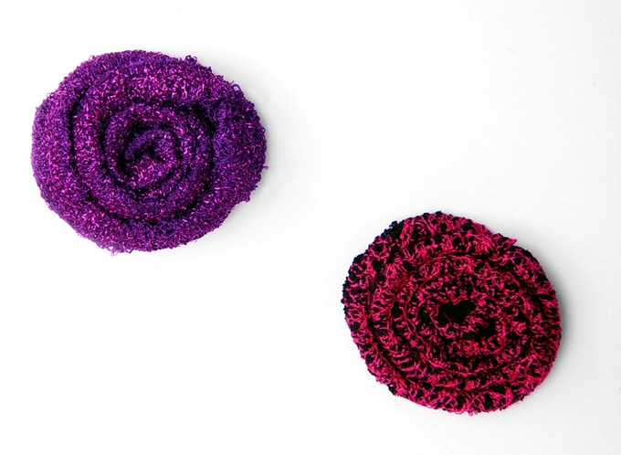 Lace brooch flowers in Shimmey and Dark & Hot (Pink).