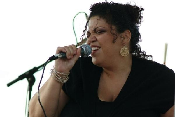 Queenie McCarter - vocals (photo by Ray Rupnow)