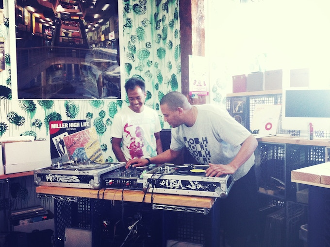 Eric Coleman from Mochilla spinning at Strictly Grooves, following our interview.