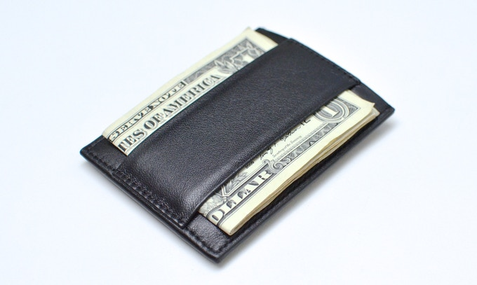 Finally, a thin wallet that can hold cash effectively.