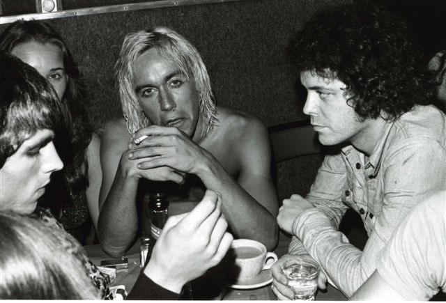 Iggy Pop & Lou Reed enjoy chicpeas at Max's Kansas City