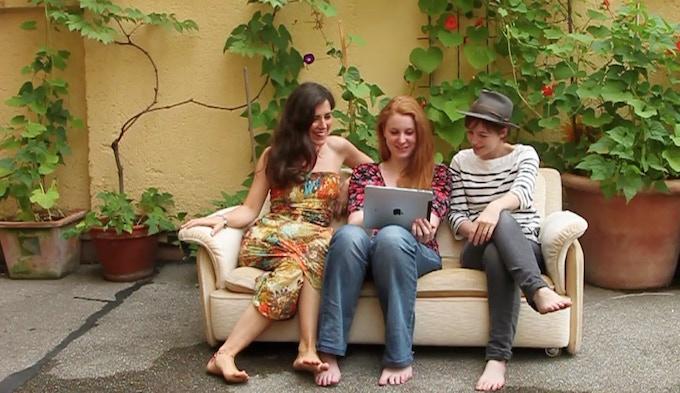 Sophie, Jessy & Rachel on a SOFA