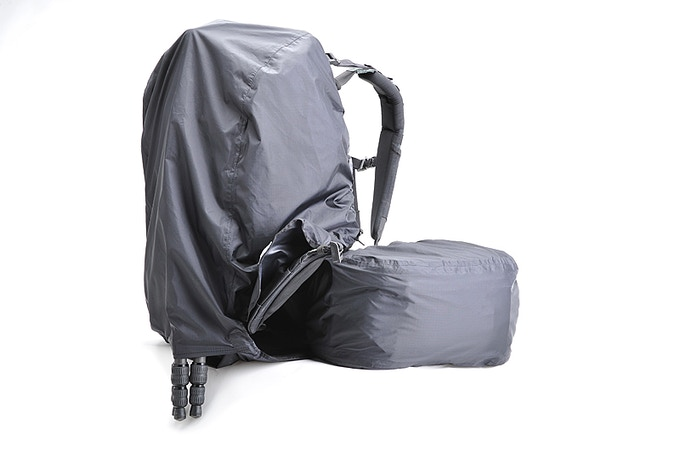 Full rain covers protect your gear from water and allows the belt pack to be rotated for uninhibited access to camera gear. Small to medium tripods will fit inside the rain cover with legs protruding from a lower port.