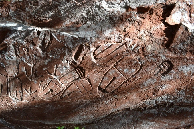 The Pai Tavytera consider the inscriptions sacred. They believe that damaging or even touching them will disappoint God.