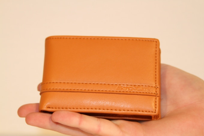 The soft genuine leather feels great in your hand