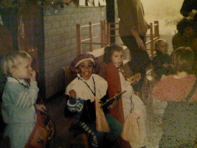 Daphne Kolader dressed as Zwarte Piet and classmates.
