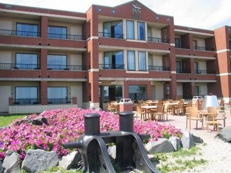 The Inn on Lake Superior. $117 flat per night. Right on the lakewalk, and about a 5 minute walk from the DECC. Call 1-888-668-4352