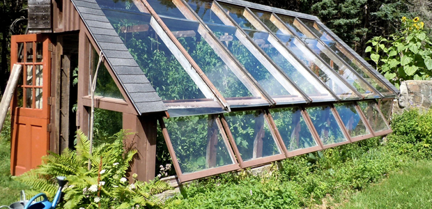 The Farm of the Future: Earthship-Inspired Greenhouse by