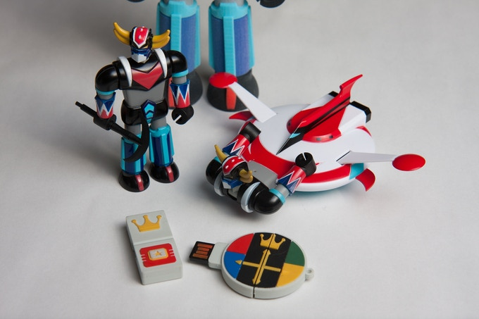 Grandizer and spacer, shown with Incubot Voltron Key for scale