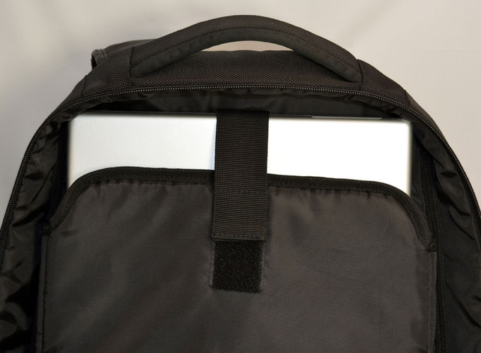 Example of Laptop Space -Laptop Compartment with a Apple Powerbook 17 Inch inside (39cmx26cmx2.5cm)