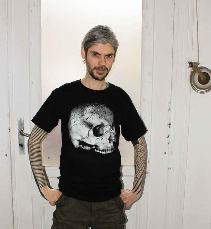 Reward # 4 Skull t-shirt printed and ´modelled´ by me.