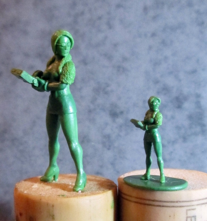 Russian Hacker in 28mm and 15mm