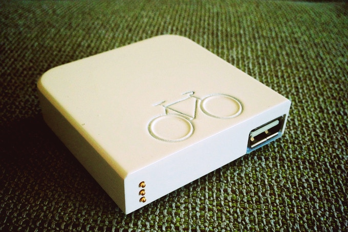 The Atom's removable battery pack in white
