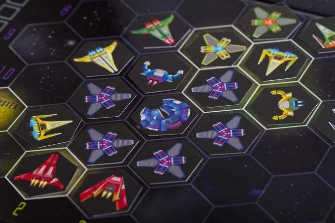 Ships can be used in multiple ways. Here, the blue player uses Harvesters to create a shield against enemy attacks