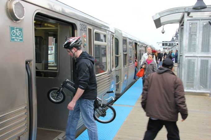 Commuting & carrying test on Chicago's Brown Line train