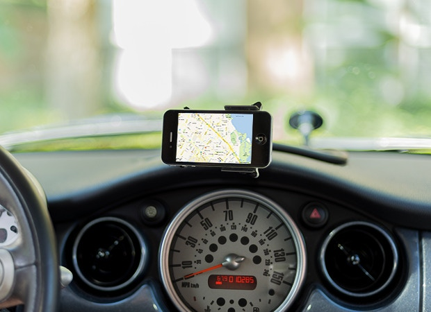 CelGo in horizontal position being used for GPS navigation
