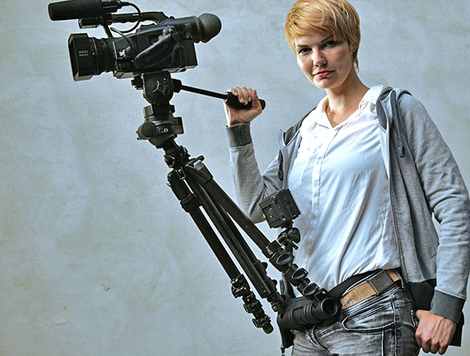 in standby or during camera action, weight is compensated via the belt