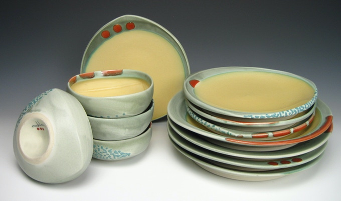 Work with Deb and decide what colors work best for your dinnerware set!