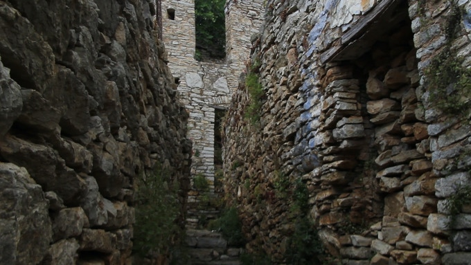 A lane in the ruins of Horio