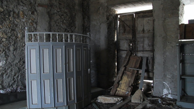 Inside one of the ruined houses in Horio