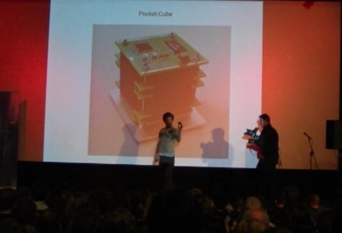 Matthias presenting WREN at a science slam
