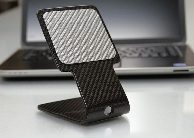 Stands come with 2 silver carbon fiber dust covers to protect the micro-suction pads when not in use.