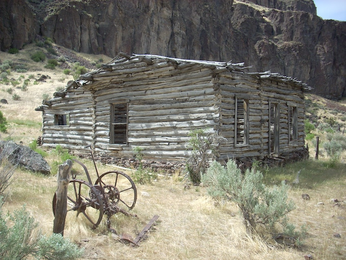 There are some neat old cabins and rock houses in the Owyhees like this one on the West Fork Bruneau River