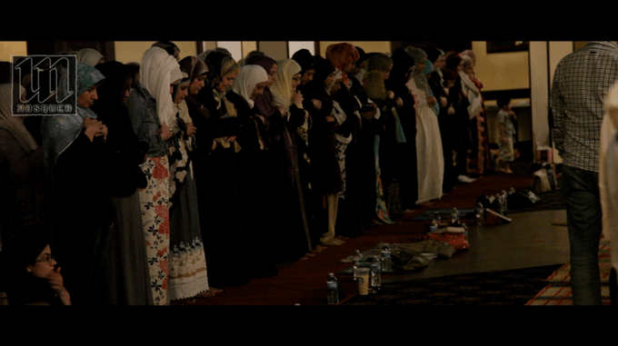 MakeSpace prayer, where the women pray directly behind the men with no barrier.