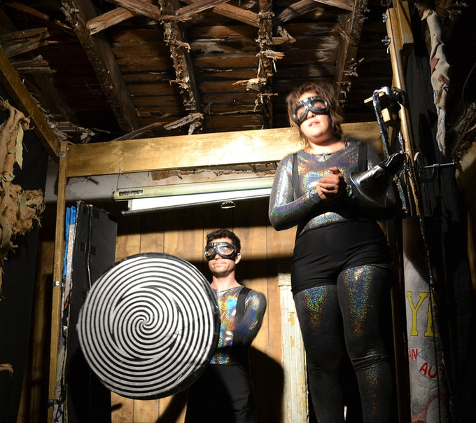 Der Vorfuhreffekt - a Baltimore performance duo - puts on an incredible puppet show in an unlikely venue.