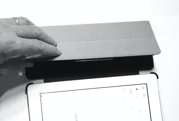 how to bring ipad keyboard down