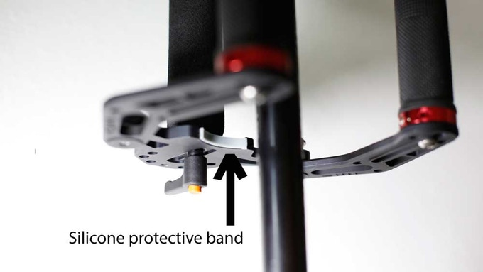 The silicon protective band on the base protects the Glidecam from scratches.