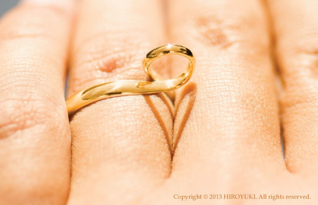 The Shadow Heart Ring made of 18K Gold.