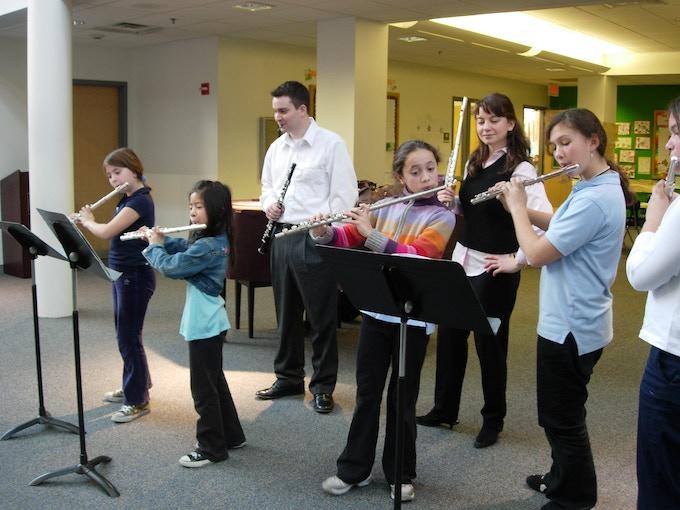 DSE artists Mimi Stillman, flute, and Geoffrey Deemer, oboe, coach woodwind students at Penn Alexander School, Philadelphia