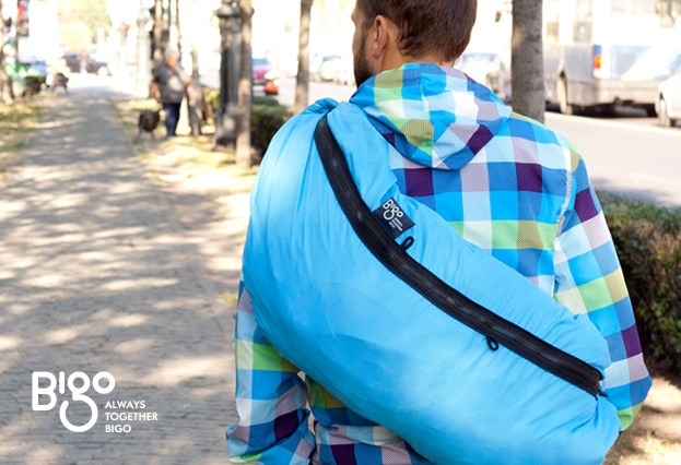 The Bigo Bag is designed in such a way as to distribute the weight of the bag over a larger surface area, over the whole shoulder and back, making it easy to wear.