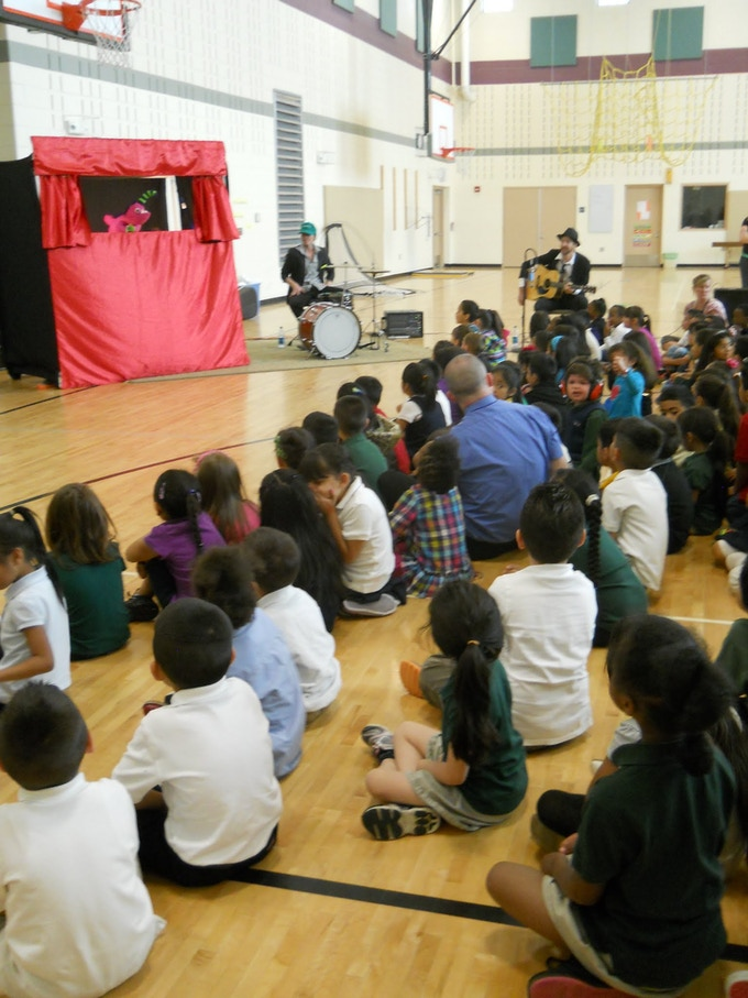 how to host a great puppet show