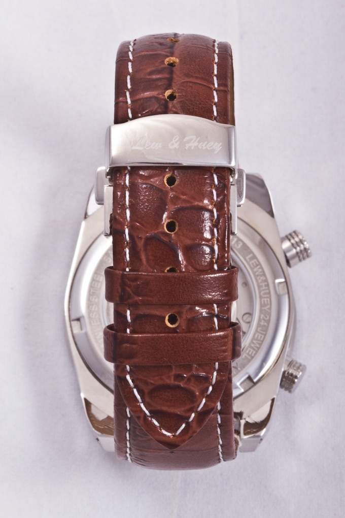 Acionna's crocodile-grain leather strap and butterfly deployant clasp
