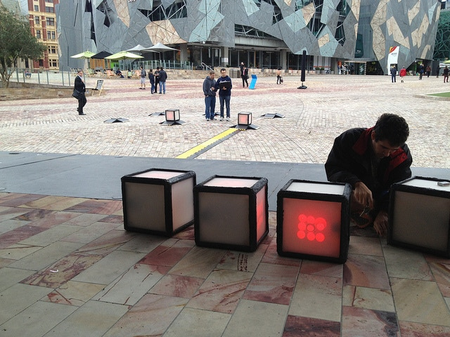 Powering up cubes @ Federation Square (Melbourne)