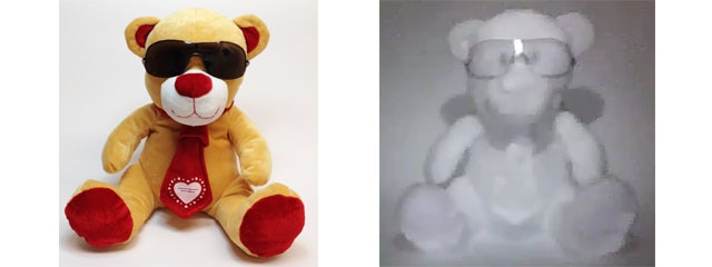 With Snooperscope, Teddy's glasses appear transparent and he has bleached white tie and feet: nice effect!