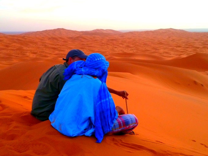 Francis Tapon interviewing a Moroccan overlooking the Sahara