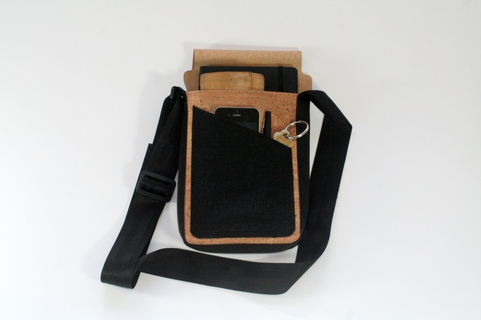 The Urbanite mini messenger bag lets you carry your essentials in comfort and style.