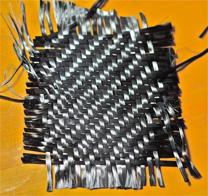 0.6mm 2/2 twill wave 650gr/sqm carbon fibre.