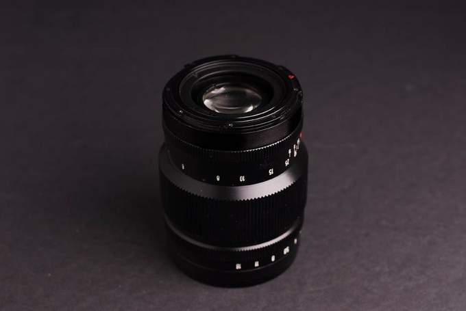 "Medium format Petzvar f/3.8 120 mm Petzval portrait lens with Hasselblad "" V "" mount for focal plane models."