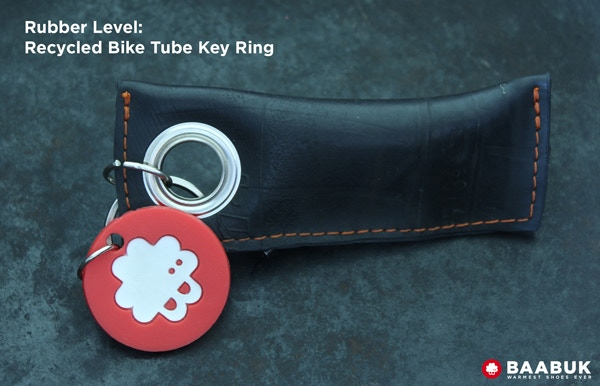 Key chain made out of 100 % recycled bike tube. The key chains is approx. 9cm long.