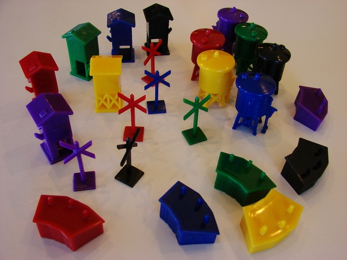 24 plastic figures from Railways of the World. Four models - water tower, crossing, hotel, and mine. Six colors - blue, green, purple, red, yellow, black