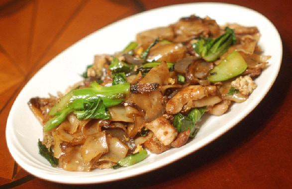 Phad Seeyou - made with fresh rice noodles