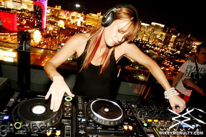 Sandra Collins DJ'ing