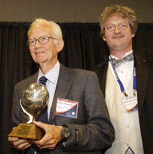 Gordon Woodcock (L) receives Lifetime of Service to the Space Community Award