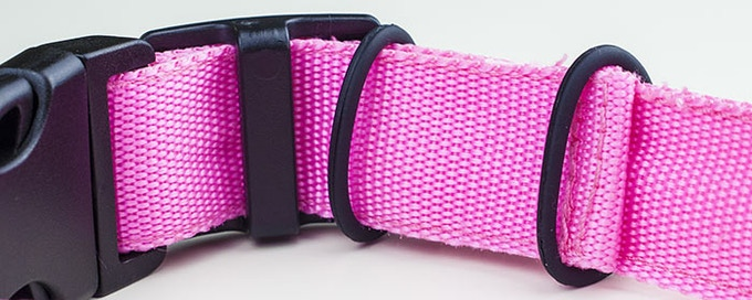 The rubber rings loop under the strap, fitting it securely in place!