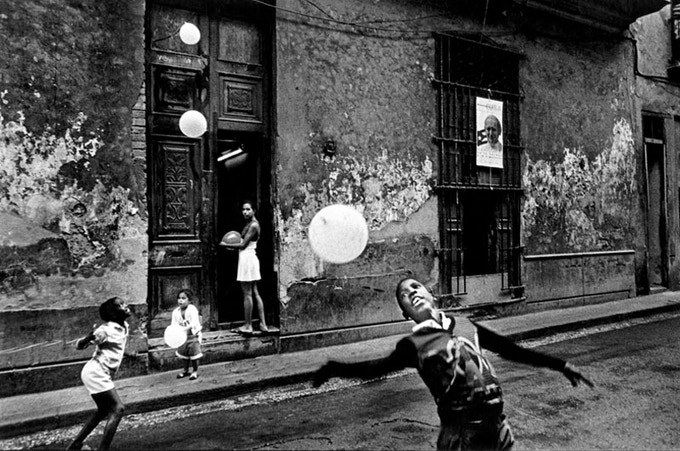 BazanCuba Limited Edtion one: Children playing with balloons/ English