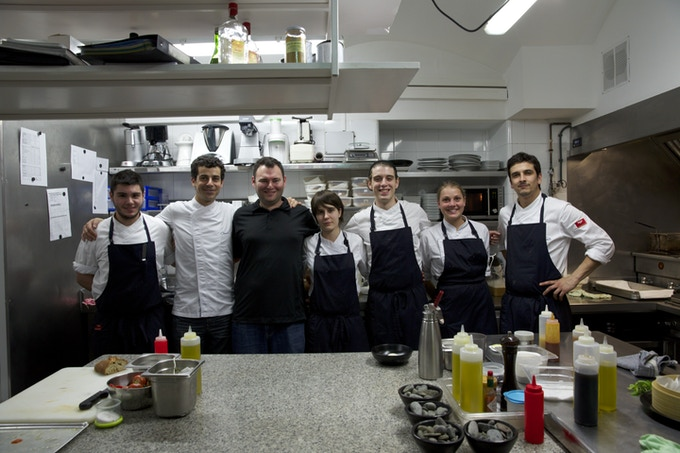 Jeremy with Mateu Casañas, owner of Compartir / former el Bulli chef de cuisine, and Compartir's team